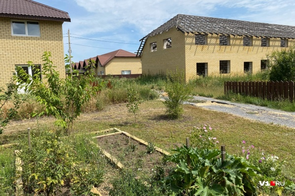 Жители борются за свои дома чуть ли не с момента заселения