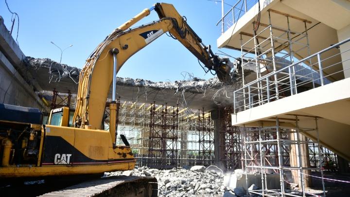 Потраченные миллионы: в Ярославле разбирают отремонтированный участок Добрынинского путепровода. Фото