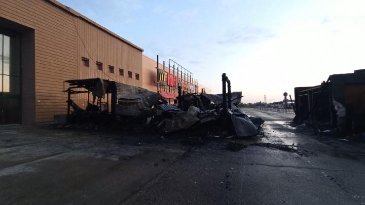 Ночной пожар у «Амбара»: в МЧС рассказали, что уничтожил огонь