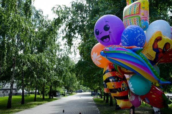 Продавать шарики — одна из популярных занятостей подростков летом