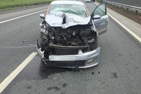 В машине находились несколько человек, двое получили травмы