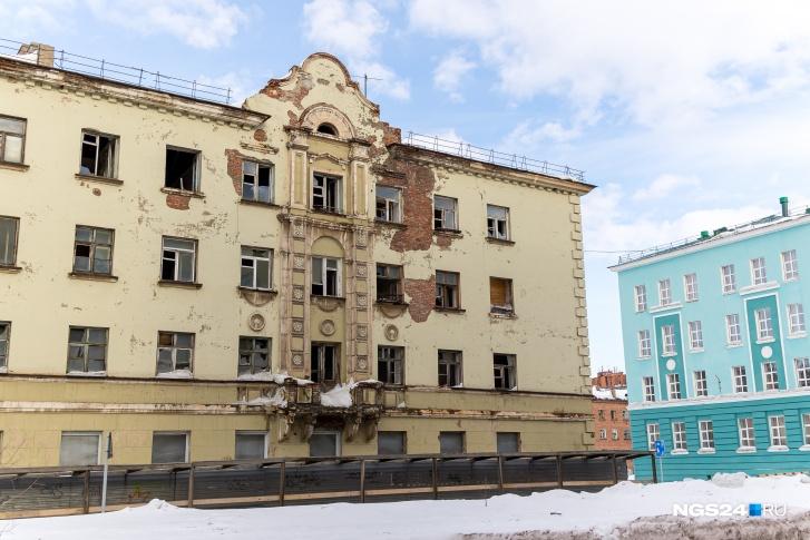 """В центре Норильска с каждым годом прибавляется количество пустующих <nobr class=""""_"""">домов —</nobr> жить в них было уже опасно"""