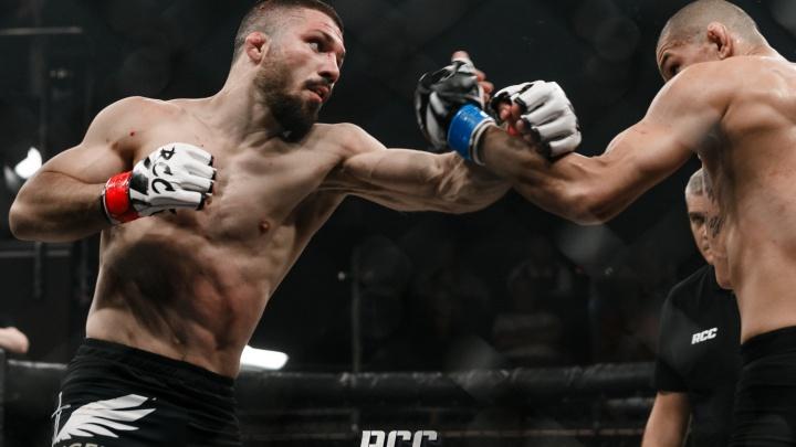Нокауты коленями и кровавые рубки: в Екатеринбурге состоялся турнир по MMA