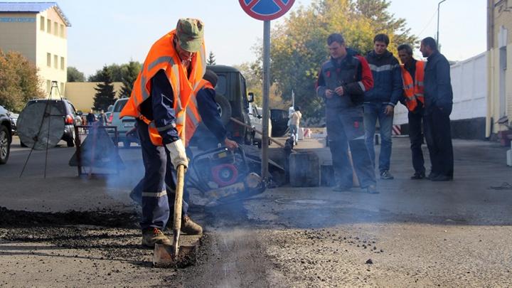 В Омске отремонтируют на две дороги больше, чем планировалось