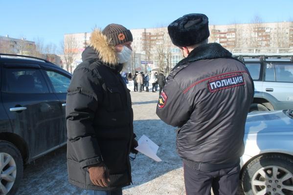7 марта Олегу Мандрыкину вручили повестку — следовало явиться в отделение полиции