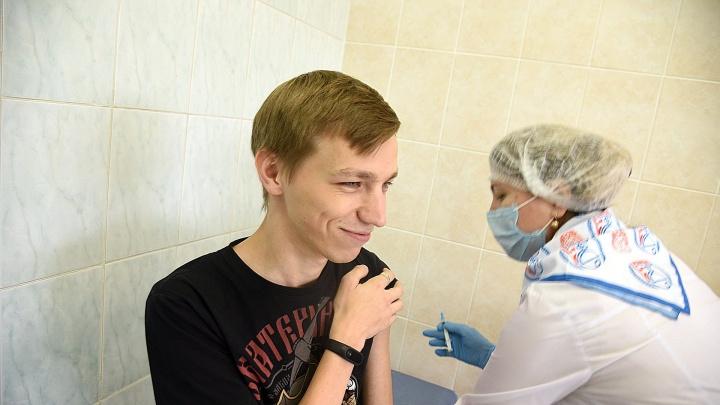 Всю предстоящую неделю в Сургуте будут работать пункты вакцинации от коронавируса во дворах