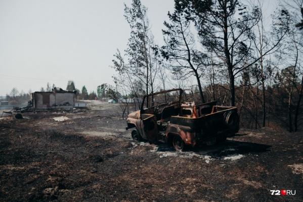 Последствия пожара в СНТ «Солнышко» ужасающие: сгорели дом и техника