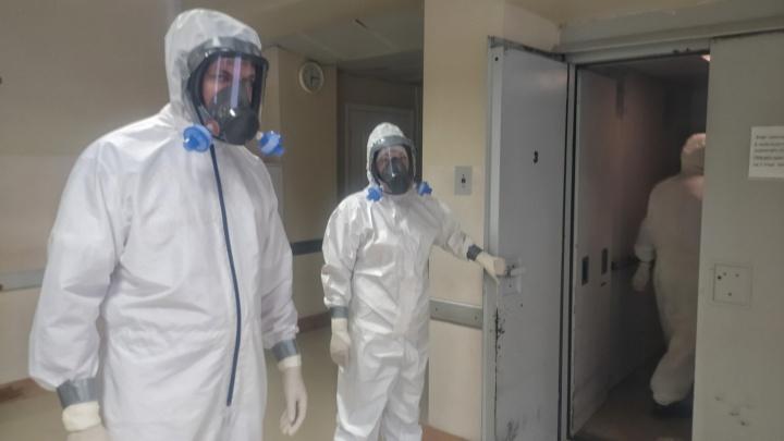 Ковидная больница в Ростове стала звать уволенных врачей обратно в «красную» зону