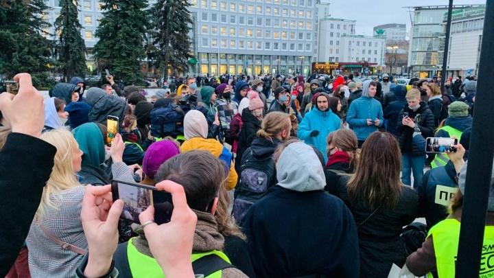Сторонники Алексея Навального начали акцию в центре Нижнего Новгорода