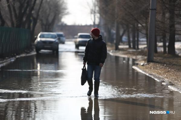 Весной гулять по воде в Омске может каждый