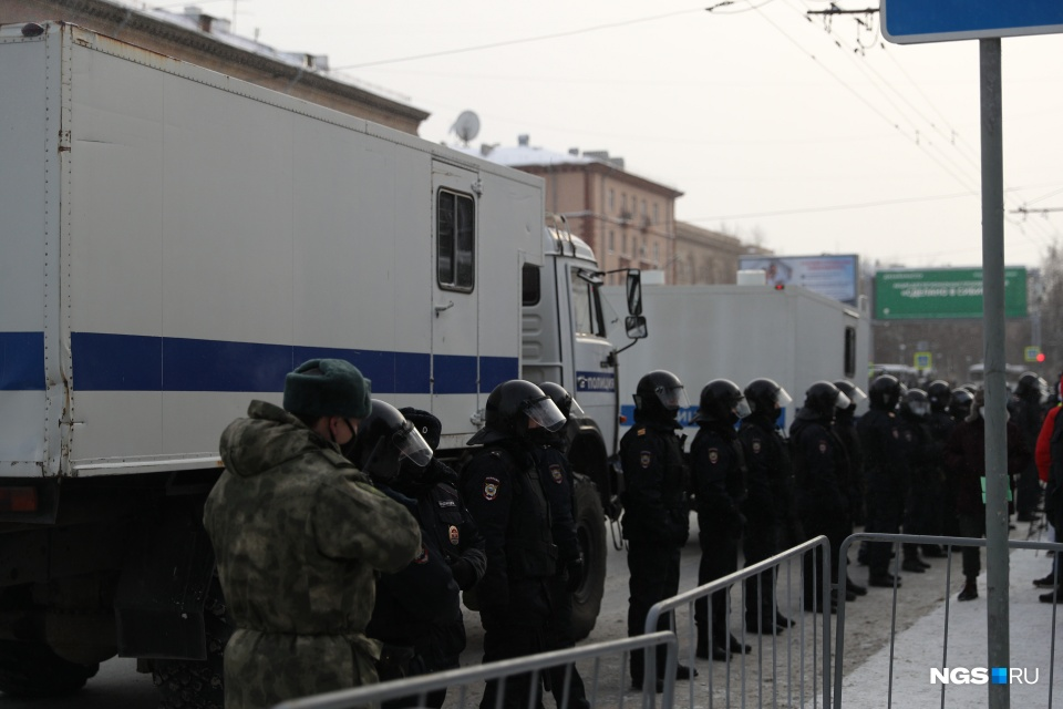 Полиция оцепила вход в метро в Новосибирске