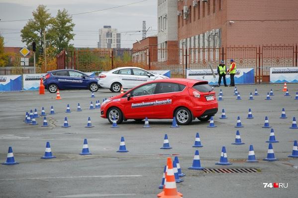С 1 апреля экзамены на водительские права принимают по новым правилам. Это усложнило жизнь многим будущим автолюбителям