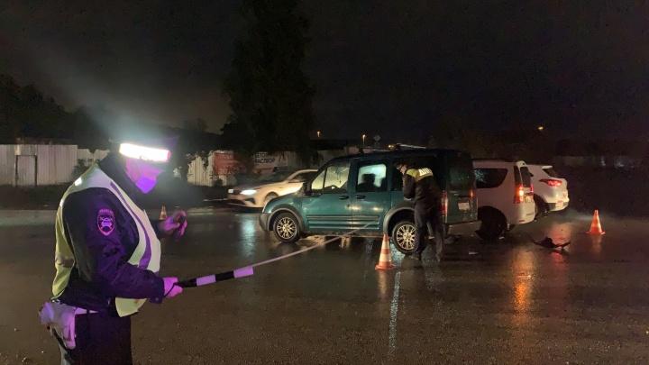 На Химмаше таксист столкнулся с иномаркой и скрылся. В ДТП пострадала 2-летняя девочка