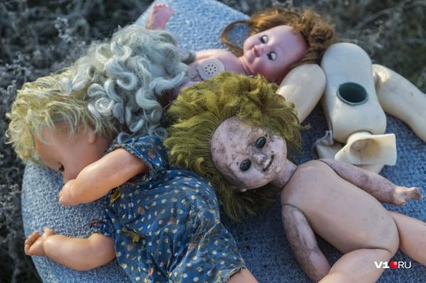 У выбросившей в мусор тела младенцев волгоградки две несовершеннолетние дочки