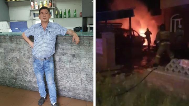 «Мерседес» врезался в стену кафе и загорелся — водителя вытащил хозяин заведения