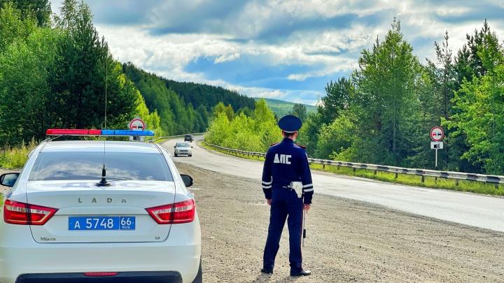 В Свердловской области автоинспекторы тайно ловили лихачей, совершающих опасные обгоны: видео