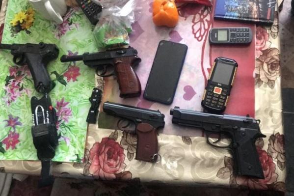 Силовики нашли целый арсенал во время обысков у фигуранта дела о призывах к терроризму