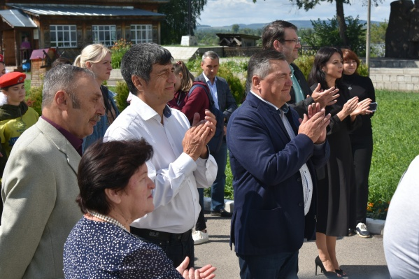 Валерий Сухих (в центре): «Осинцы сумели сделать это историческое событие уникальным брендом своей территории»