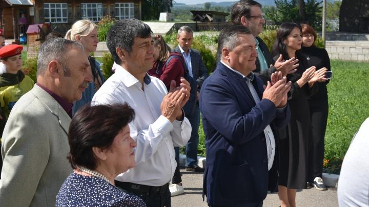 Валерий Сухих открыл мемориальную плиту экспедиции Беринга в Осе