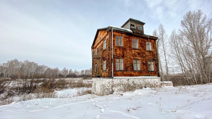 «Смотрю — такая красотка стоит!»: под Челябинском нашли старинную купеческую мельницу стайниками
