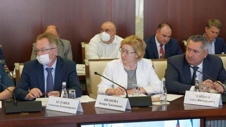 Чиновники из правительства и администрации главы Башкирии должны срочно привиться от ковида