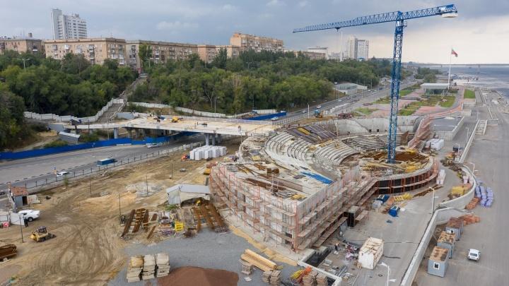 А ничего так получается, симпатично: смотрим с высоты на строительство амфитеатра в центре Волгограда
