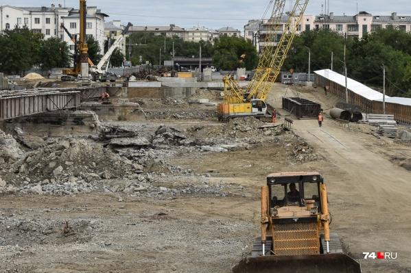 Из-за ремонта моста уже остановлено движение по участку проспекта Победы, теперь ограничат и улицу Российскую