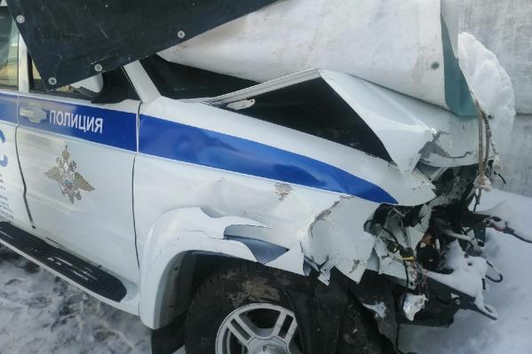 Машина ДПС серьезно пострадала при столкновении с KIA