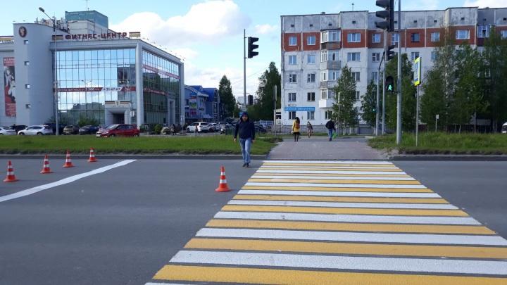 В Сургуте начали монтировать умные светофоры. До конца года их установят на 40 перекрестках