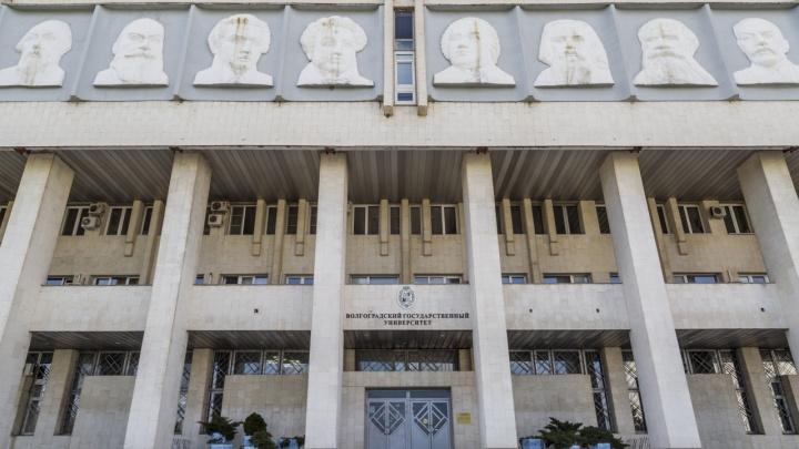 В Волгограде выпускников ВолГУ испугали письмами о недействительности дипломов
