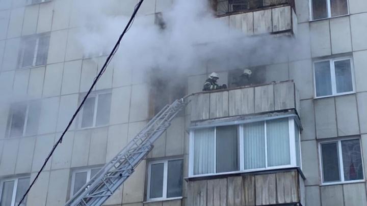«Ядовитый дым был прямо под нами»: житель многоэтажки рассказал, как спасали людей из пожара