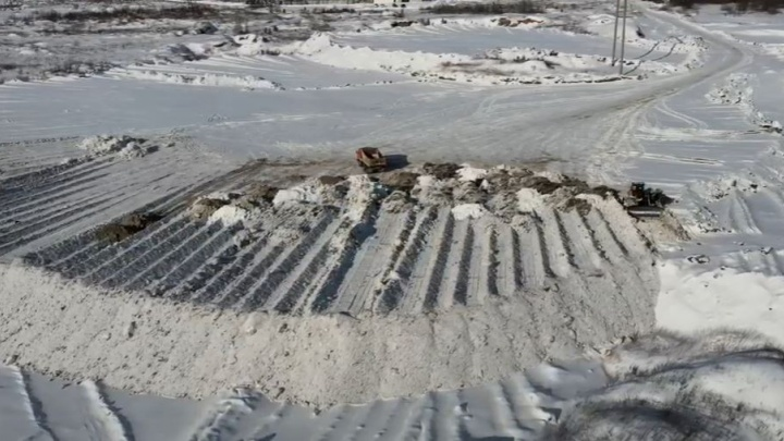 «Кладбище снега»: где умирают сугробы с улиц Екатеринбурга