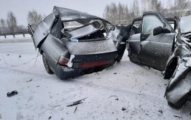 Машину разорвало на части: в Зауралье на трассе произошло смертельное ДТП