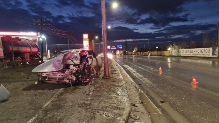 Водитель в тяжелом состоянии: в полиции Волгограда рассказали подробности утреннего ДТП у автозаправки