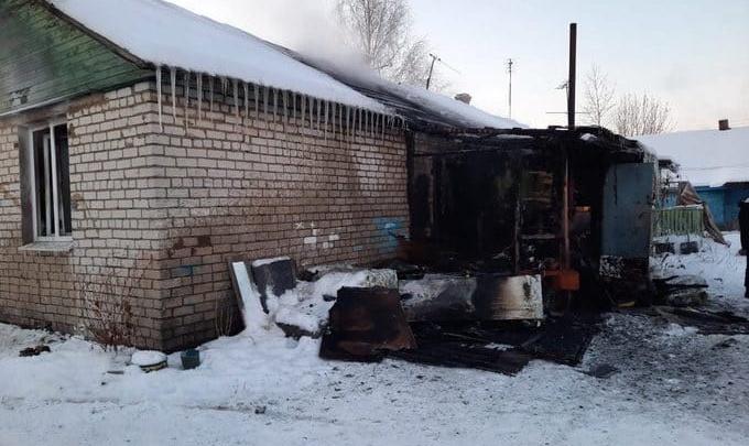 «Малышей выкидывали из окон»: в Ростовском районе сгорел дом многодетной семьи