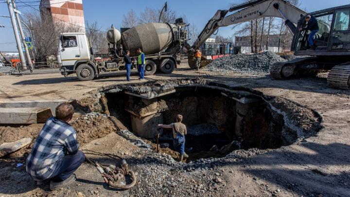 «Весь центр в опасности»: мы съездили к провалам на Куйбышева с экспертами, которые объяснили, что происходит