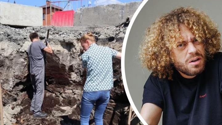 Илья Варламов высмеял тюменского застройщика, на площадке которого нашли старинную мостовую