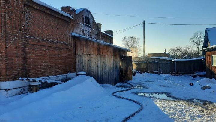 Оставила с родственницей в столетнем доме: подробности пожара в Богандинском, где погибли двое детей
