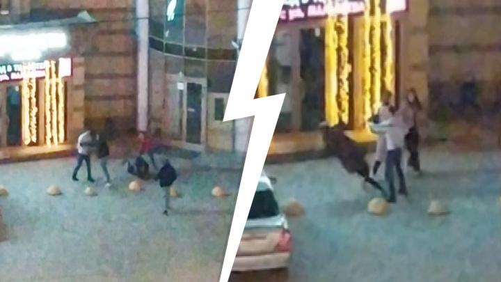 Полиция завела уголовное дело на парней, избивавших людей в центре Екатеринбурга