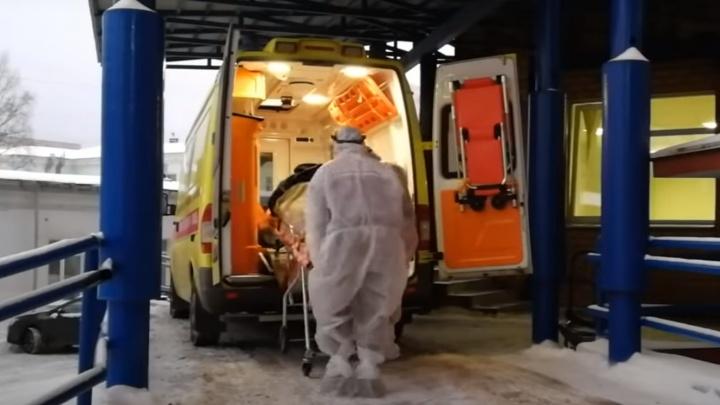 «Ждем вакцину, братцы!»: пермские врачи сняли новогодний клип о работе во время пандемии коронавируса