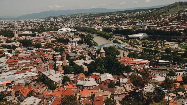 Отпуск в пандемию: правила въезда в Грузию в 2021 году