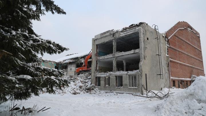 В Новосибирске сносят заброшенный бассейн СКА— 9 исторических кадров