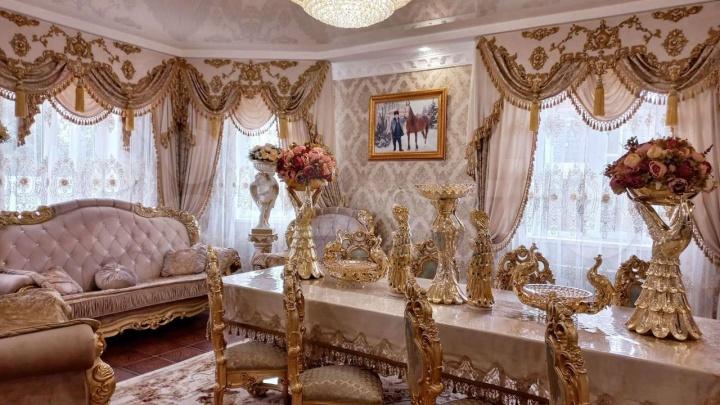 Золото и «дворцовый стиль»: смотрим провинциальное барокко в коттеджах Нижнего Новгорода