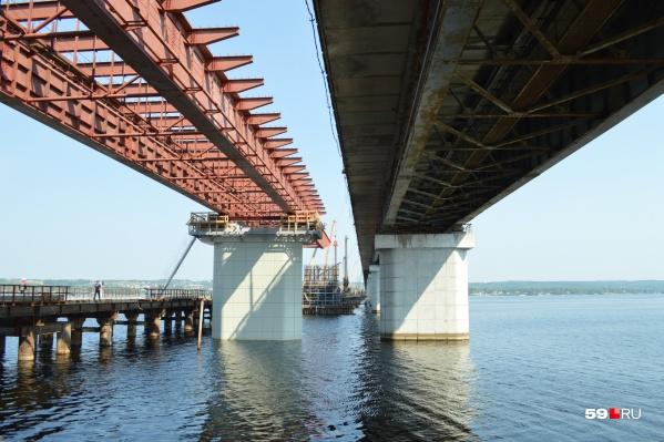 Новый мост строят в нескольких метрах от старого
