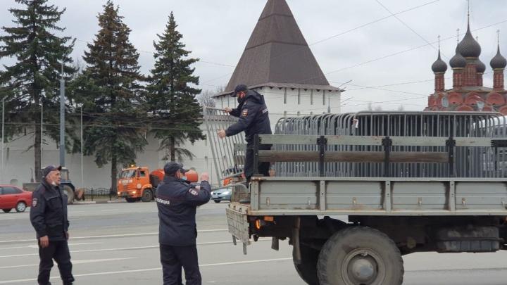 Полиция выставила оцепление на площади Богоявления в Ярославле