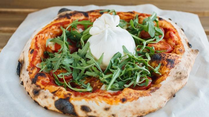 «Пицца — огонь!»: коронное итальянское блюдо в новом заведении The Pechka готовят на дровах