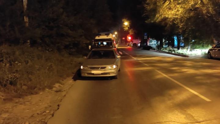 «Тойота-Карина» сбила мужчину в Новосибирске — он скончался в машине скорой