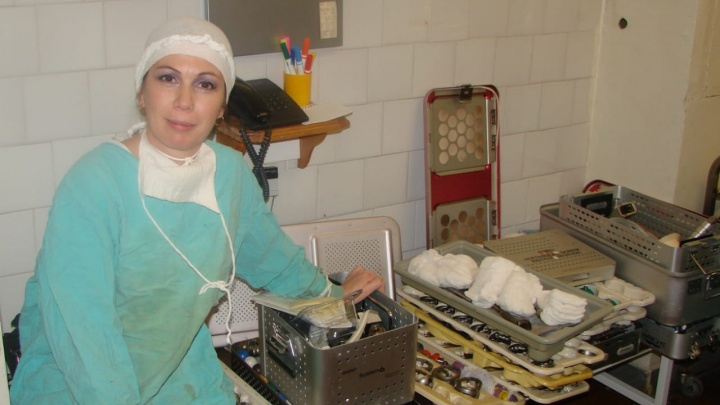 Получила диплом инженера, но стала медсестрой. Медик дерется на мечах, занимается дайвингом и пишет книги