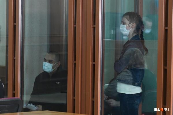 Подсудимые Михаил Федорович и Екатерина Меньшикова на заседаниях, как правило, ведут себя крайне агрессивно и вызывающе