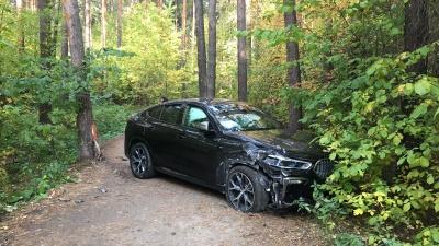 Заблудился и разбился. Стало известно, почему на Шарташе бросили BMW с «блатными» номерами